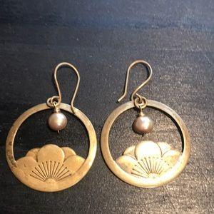 Bronzetone w/freshwater pearl earrings